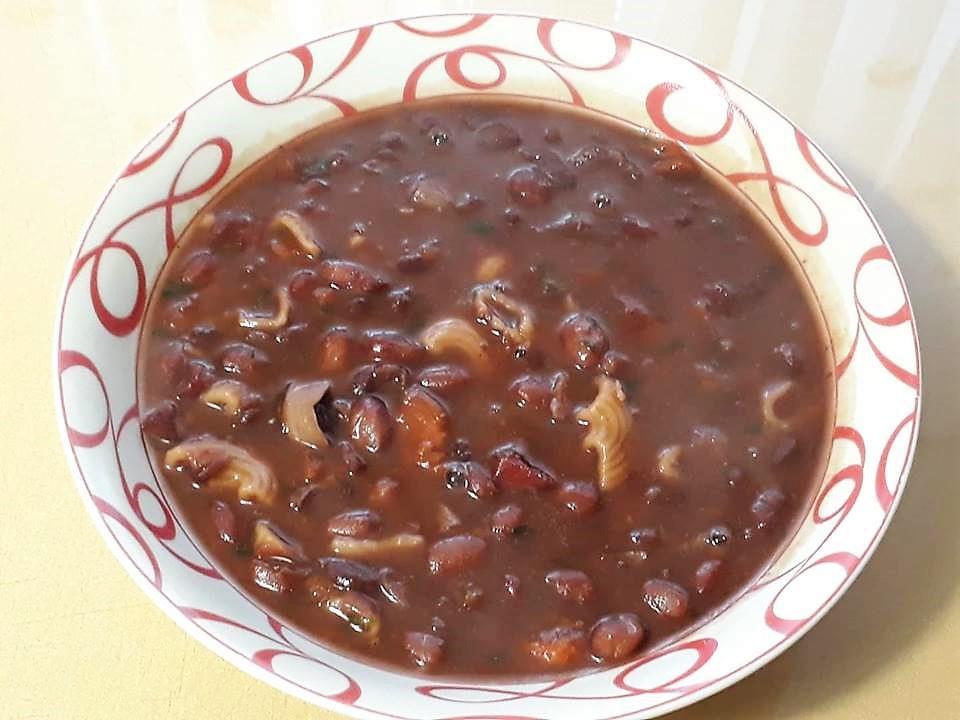 Fižolova juha z domačo klobaso