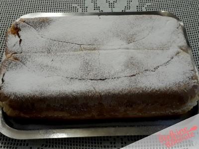 12. pečeno potico obrnemo in jo posujemo s sladkorjem v prahu