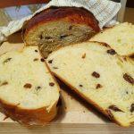 Mlečni kruh z rozinami