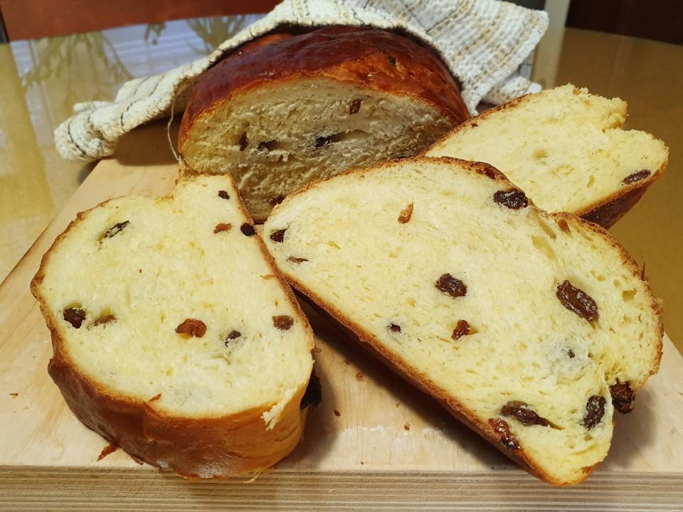 Mlecni kruh z rozinami