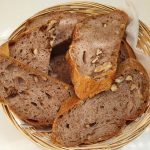Domač kruh z orehi