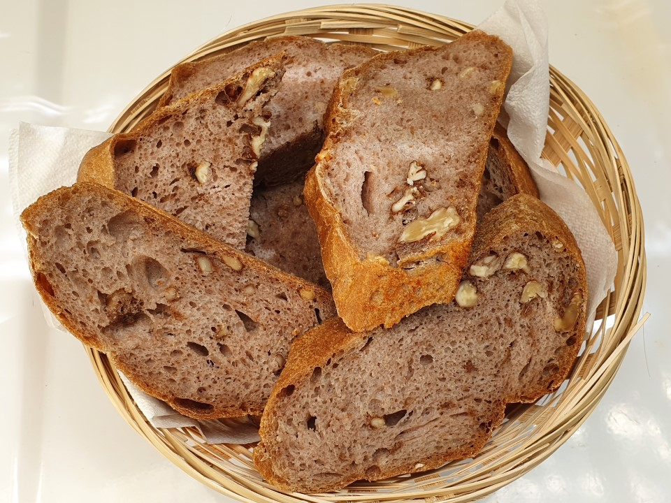 Kruh z orehi