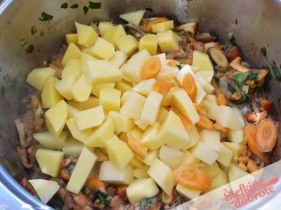 4 dodamo krompir korenje
