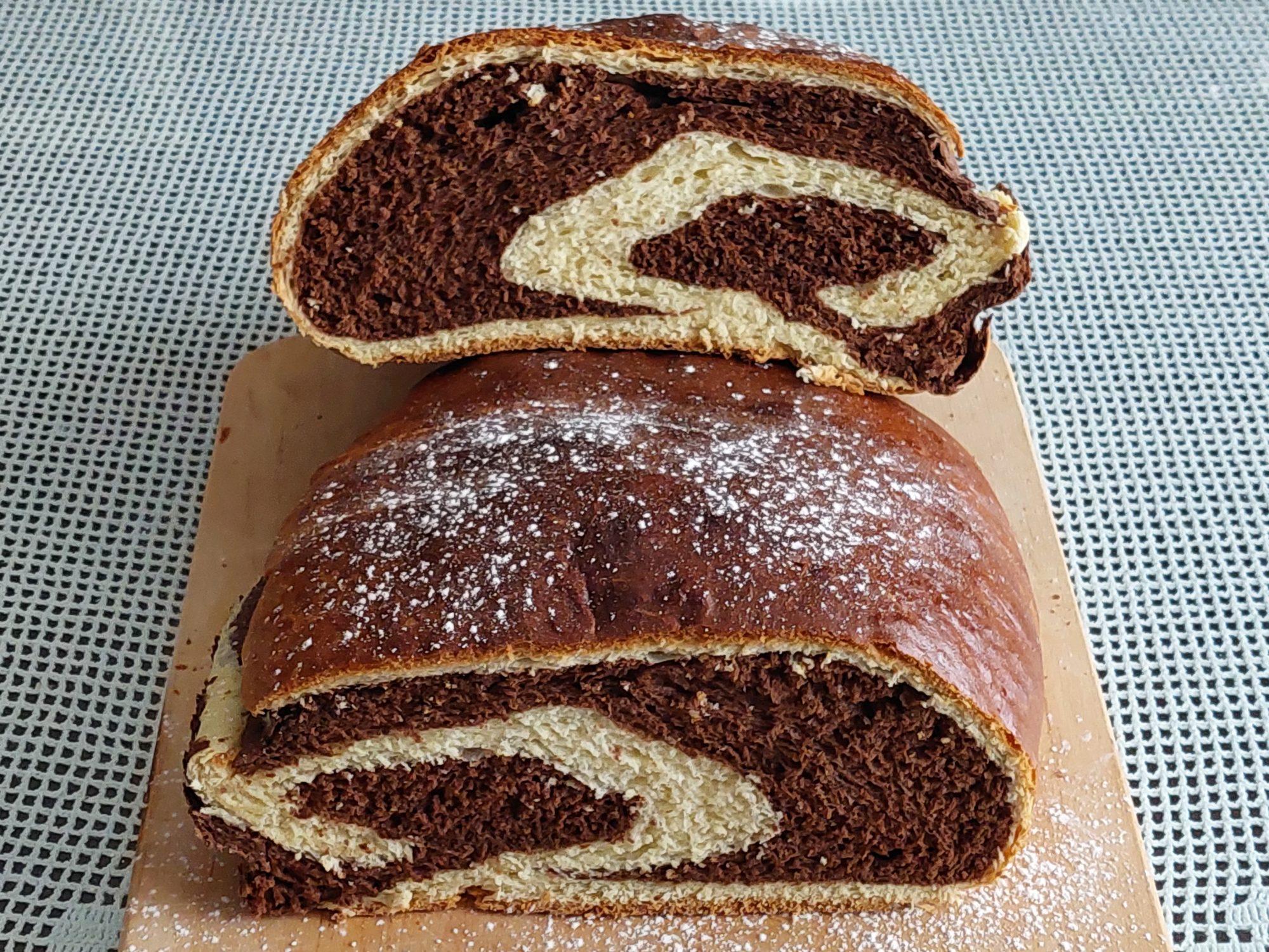 Dvobarvni mlecni kruh 1