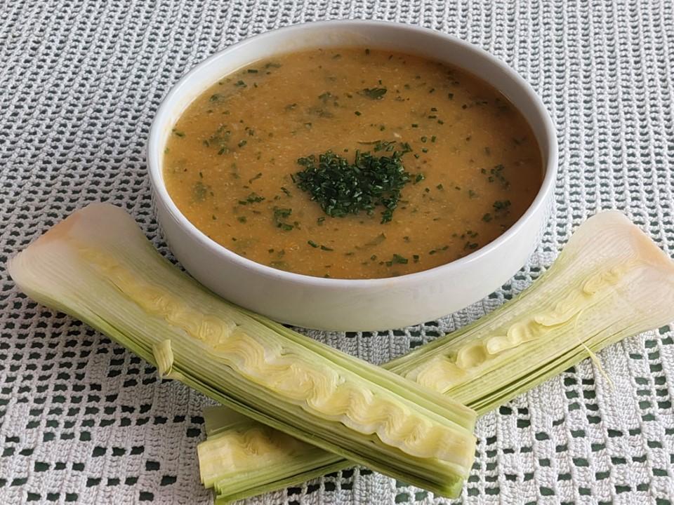 Porova juha z drobnjakom