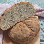 Polbeli kruh z lesniki